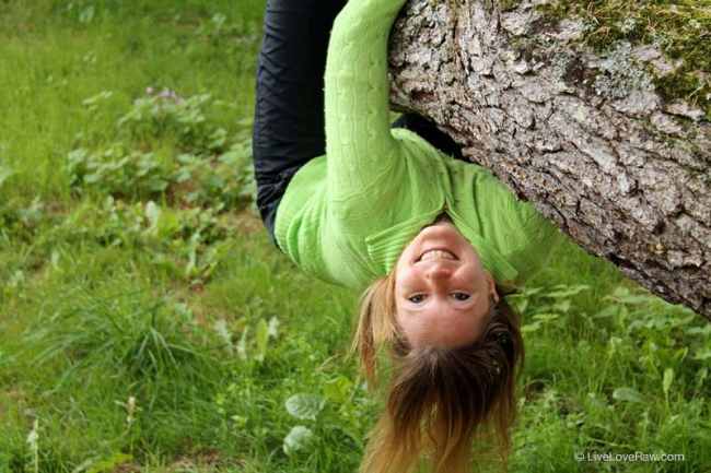 Anya-hanging-upside-down-on-a-tree