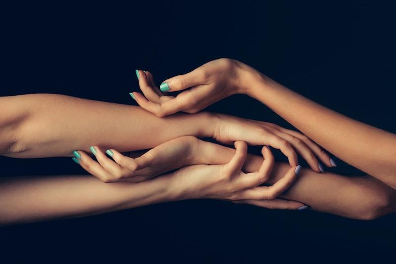 4 hand massage
